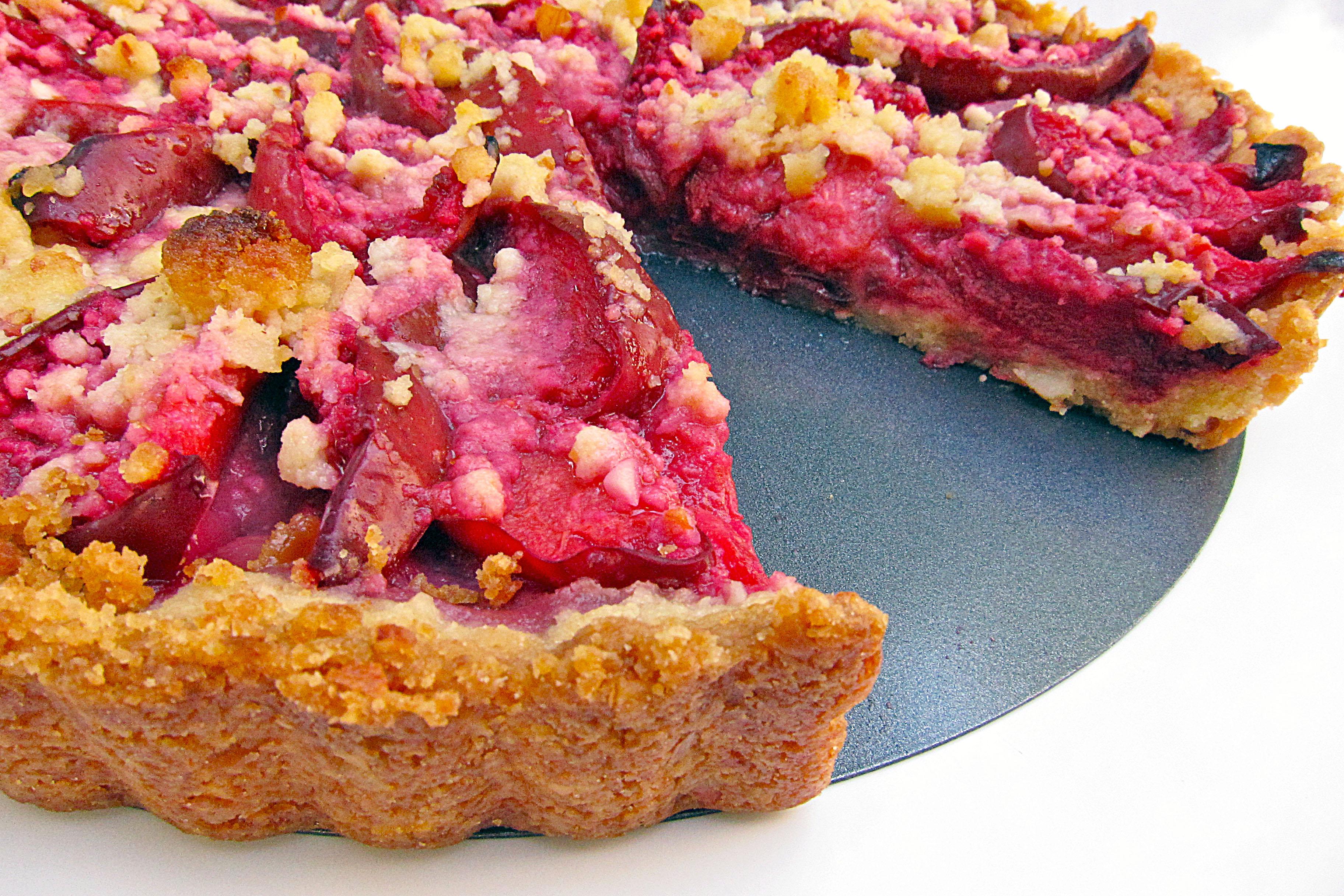 Almond Plum Tart: A Delicious Homemade Plum Pie Recipe