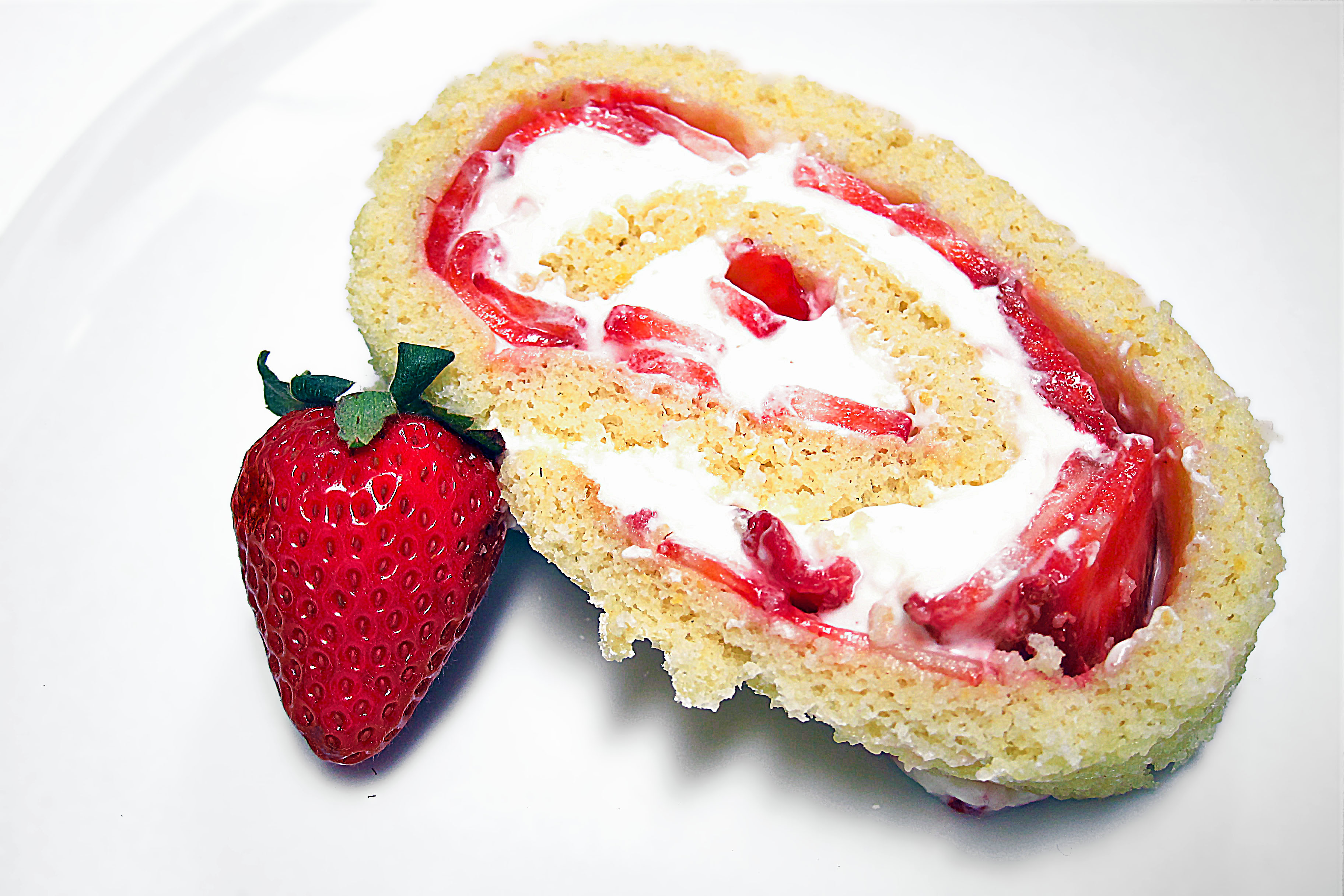 Jelly Roll Cake Recipe And Procedure: Strawberry Cheesecake Jelly Roll Cake
