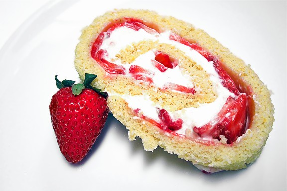 Strawberry Cheesecake Jellyroll Cake Recipe