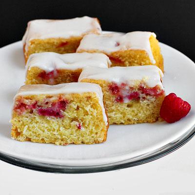 Mini Lemon, Strawberry and Raspberry Cakes Lemon Icing
